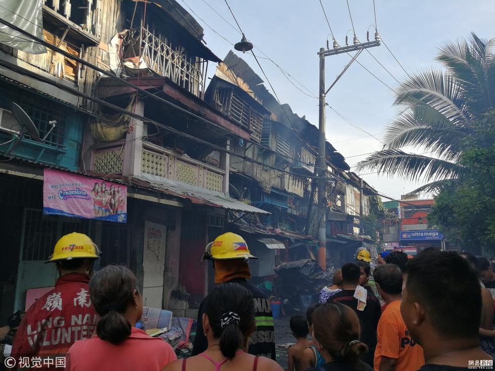 菲律宾一处居民区发生火灾