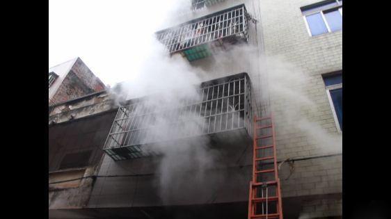 电动车火灾事故频发,钦州一民宅8人被困
